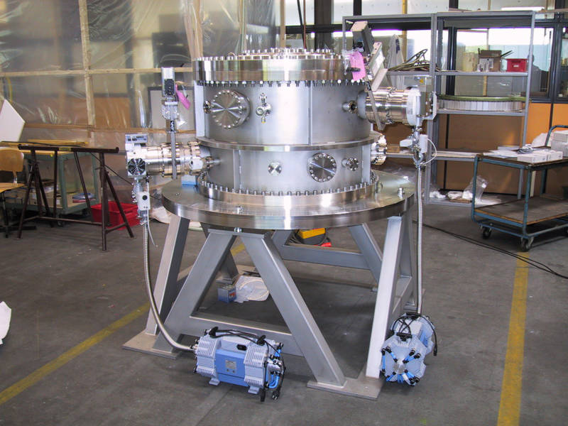 UHV Cylindrical Vacuum Chamber