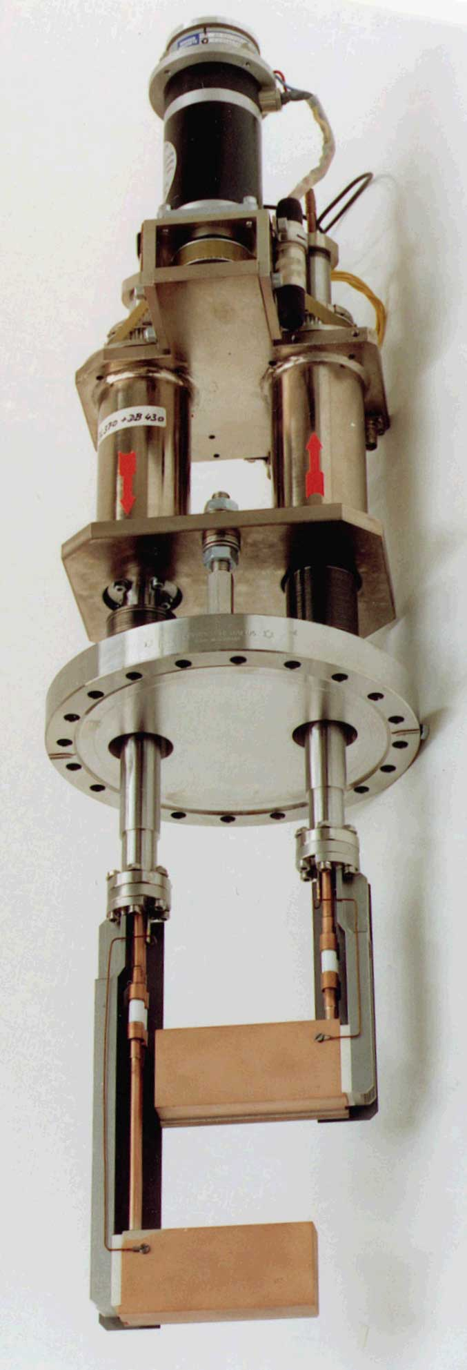 Simplified High Precision High Vacuum Feedthrough - Twin Version